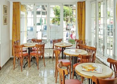 """""""Wintergarten-Terrasse"""" im Cafe."""